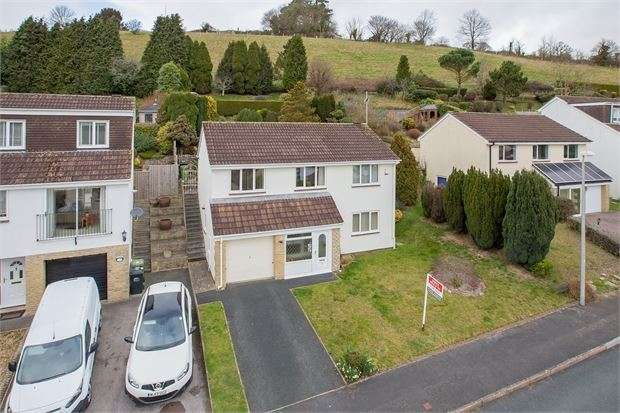 3 Bedrooms Detached House for sale in The Churchills, Highweek, Newton Abbot, Devon. TQ12 1QR