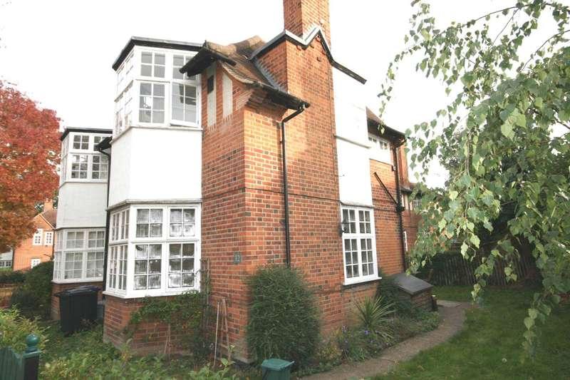 1 Bedroom Flat for sale in Holyoake House, Holyoake Walk, Ealing W5
