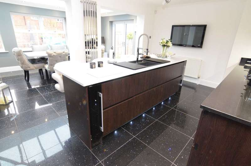5 Bedrooms Detached House for sale in Firside Grove, Sidcup, DA15 8WB