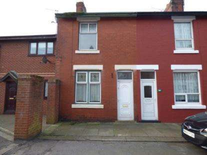 2 Bedrooms Terraced House for sale in Warwick Place, Fleetwood, FY7