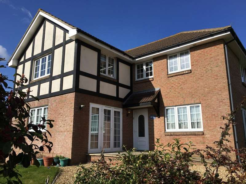 5 Bedrooms Detached House for sale in Freshwater Isle of Wight