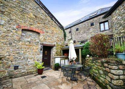 2 Bedrooms Barn Conversion Character Property for sale in East Allington, Totnes, Devon