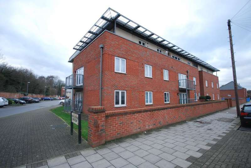 2 Bedrooms Flat for sale in KING GEORGE CRESCENT, WEMBLEY, MIDDLESEX, HA0 2FH