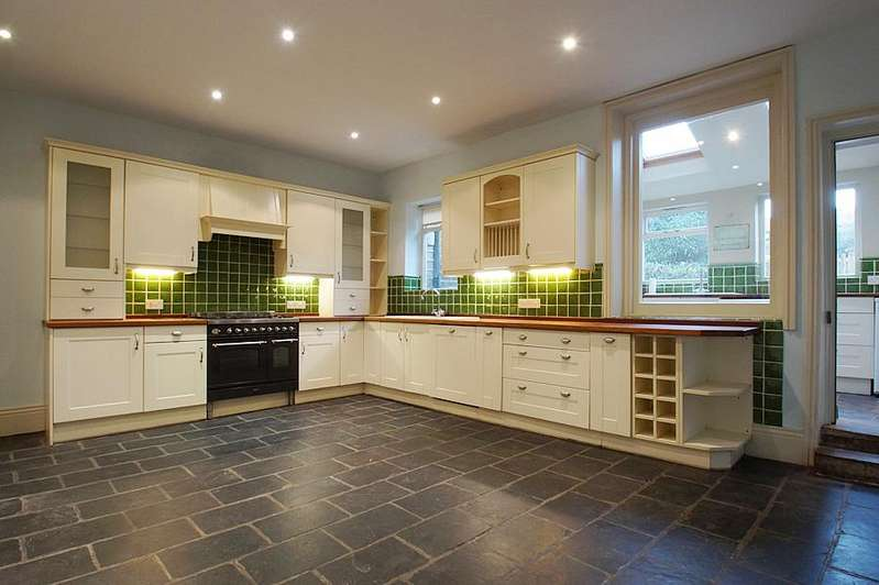 3 Bedrooms Cottage House for sale in Denshaw Road, Delph OL3