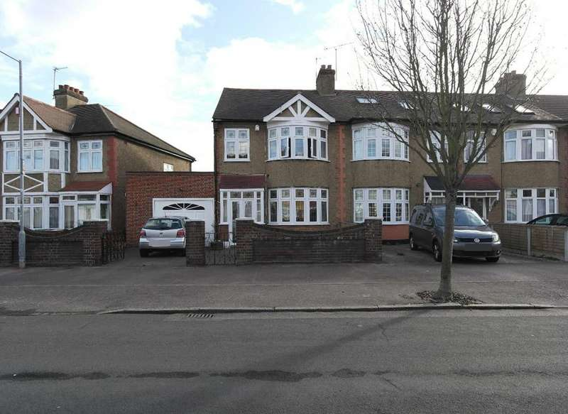 3 Bedrooms End Of Terrace House for sale in Rose Glen, Rush Green, Romford RM7