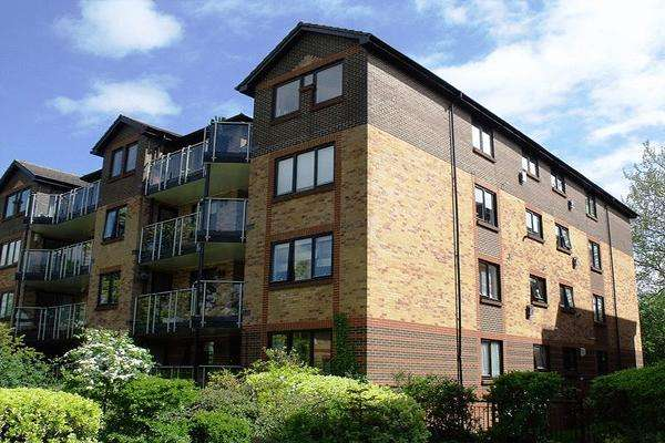 4 Bedrooms Apartment Flat for sale in Blyth Wood Park, 20 Blyth Road, Bromley BR1