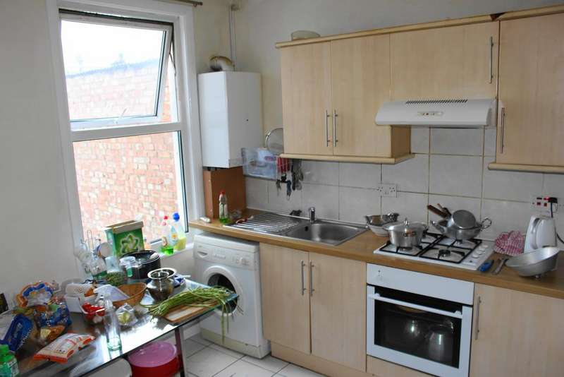 4 Bedrooms Terraced House for sale in Altmore Avenue, East Ham, London E6