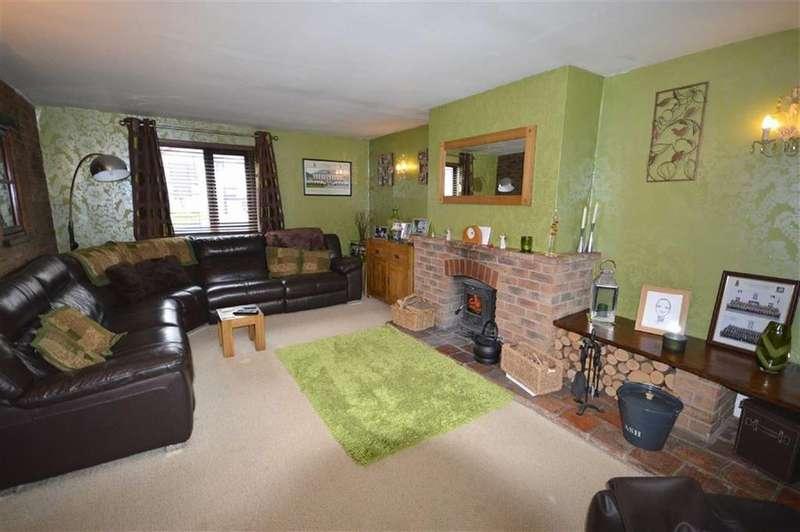 2 Bedrooms Semi Detached Bungalow for sale in Welborn Court, Flixton
