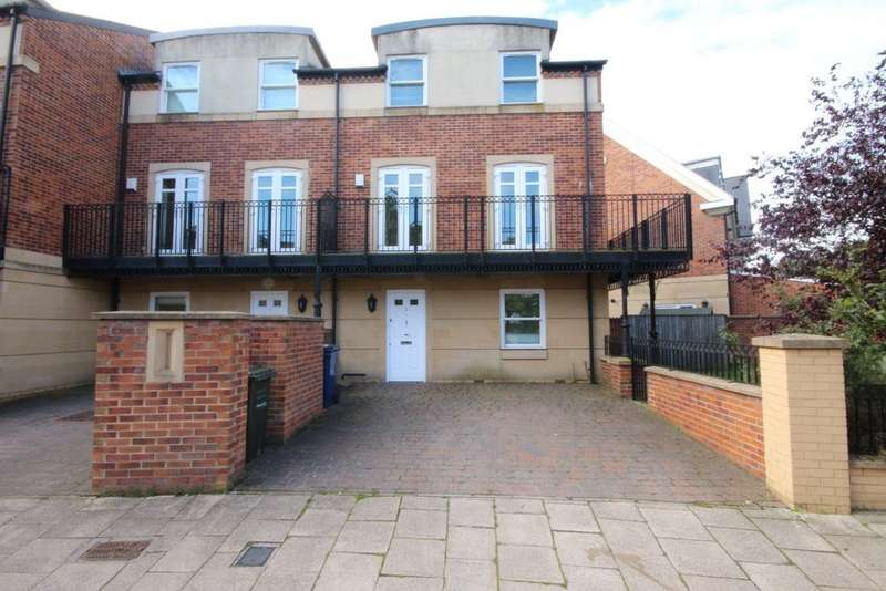 4 Bedrooms Town House for rent in Grove Park Crescent, Gosforth, Newcastle upon Tyne NE3