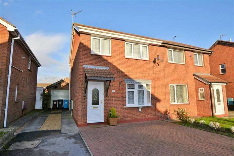 3 Bedrooms Semi Detached House for sale in Greenhow Close, Howdale Road, Hull, HU8