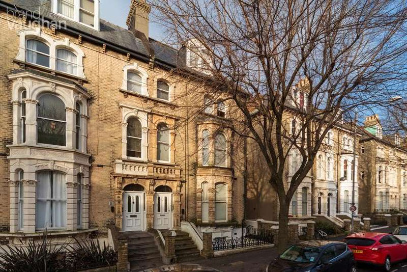 1 Bedroom Flat for sale in Tisbury Road, Hove, BN3