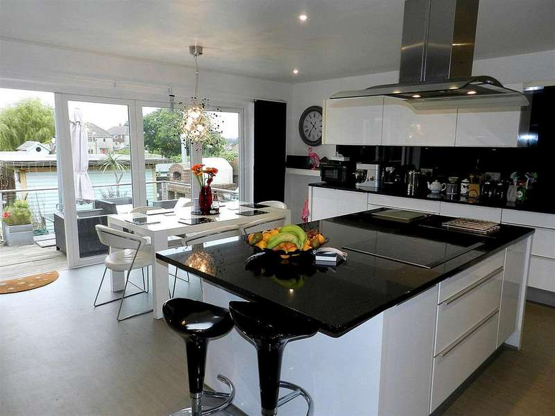 4 Bedrooms Detached House for sale in Mayfield Road, Ryde