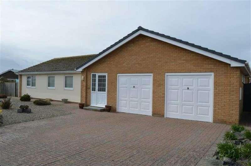5 Bedrooms Detached Bungalow for sale in 39, Plas Edwards, Tywyn, Gwynedd, LL36