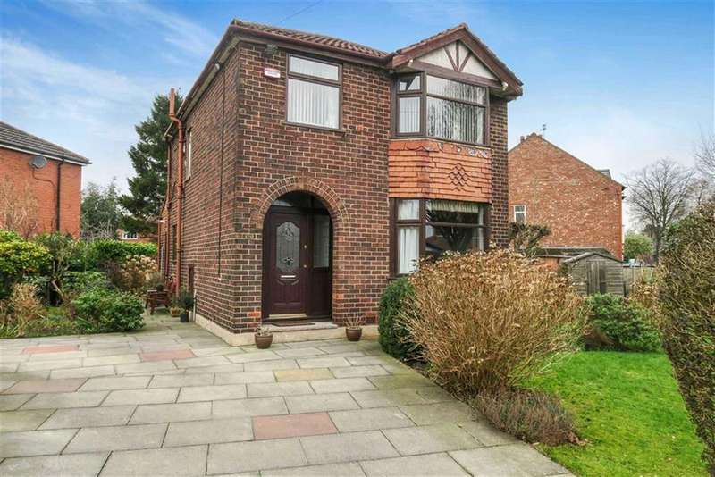 3 Bedrooms Detached House for sale in Overdale Crescent, Flixton, Manchester