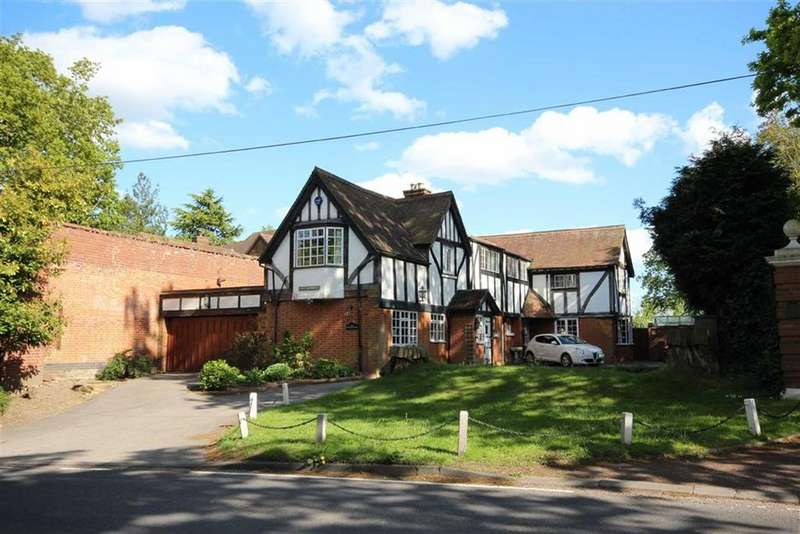 4 Bedrooms Detached House for sale in Barnet Lane, Elstree, Hertfordshire