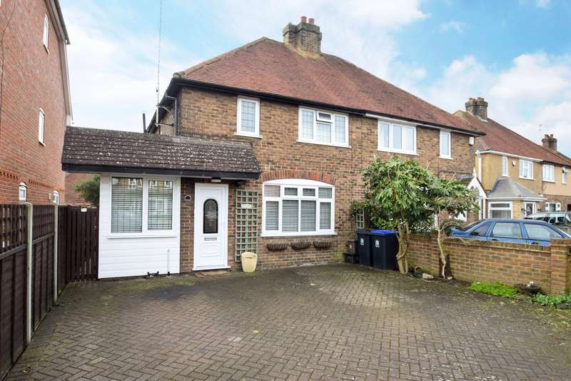 3 Bedrooms Semi Detached House for sale in Wendover Road, Burnham, Slough, SL1
