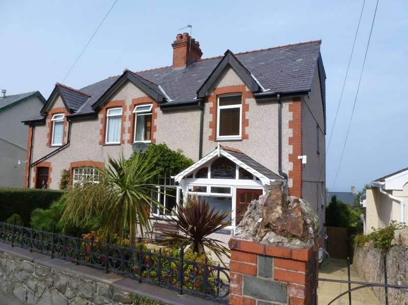3 Bedrooms Semi Detached House for sale in Llys Alaw, Dwygyfylchi, LL34 6RB