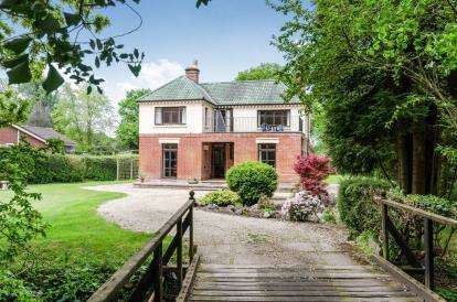 3 Bedrooms Detached House for sale in Woodlands, Ashurst, Southampton