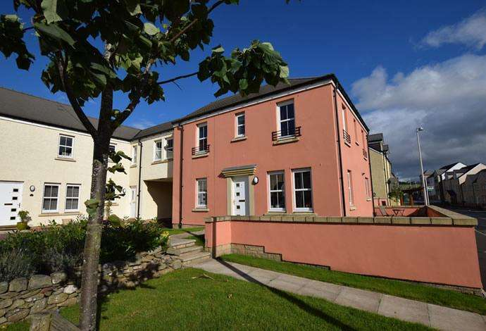 4 Bedrooms Terraced House for sale in 1 Queen Elizabeth Drive, Galashiels, TD1 2NN