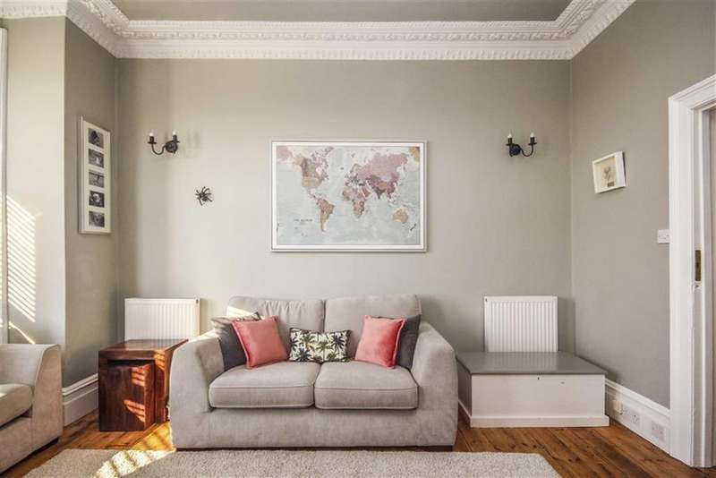 2 Bedrooms Flat for sale in Claremont Road, Seaford