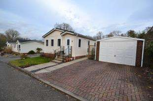 2 Bedrooms Bungalow for sale in Burwash Park, Fontridge Lane, Etchingham, East Sussex