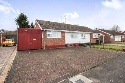 2 Bedrooms Bungalow for sale in Bradley Road, Luton, Bedfordshire