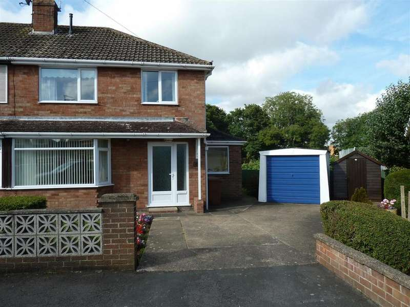3 Bedrooms Semi Detached House for sale in Ludgate Close, Waltham, Grimsby