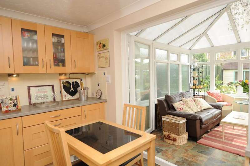 2 Bedrooms Semi Detached House for sale in The Glade, Blackfield