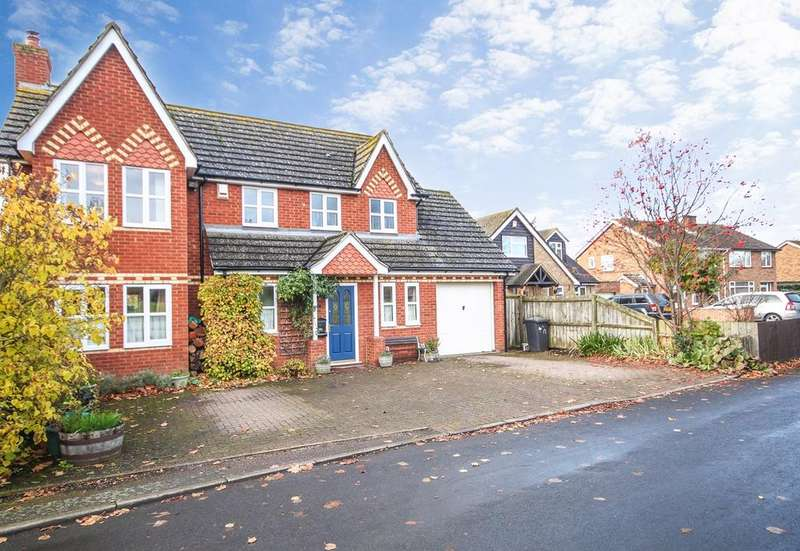 4 Bedrooms Detached House for sale in Park Lane, Henlow, SG16