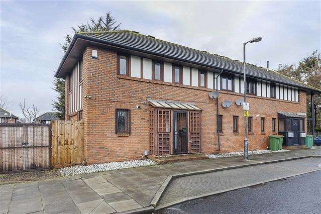 3 Bedrooms Terraced House for sale in Heather Close, Beckton