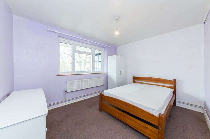2 Bedrooms Flat for sale in Larch Avenue, Acton