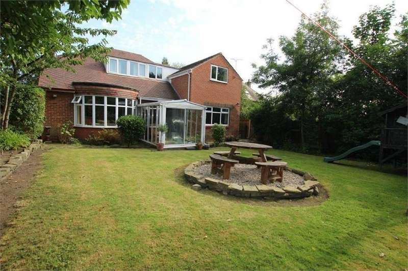 4 Bedrooms Detached House for sale in Liversedge Hall Lane, LIVERSEDGE, West Yorkshire