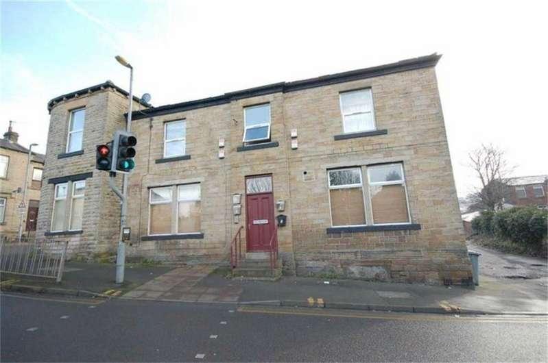2 Bedrooms Flat for sale in Batley Road, HECKMONDWIKE, West Yorkshire