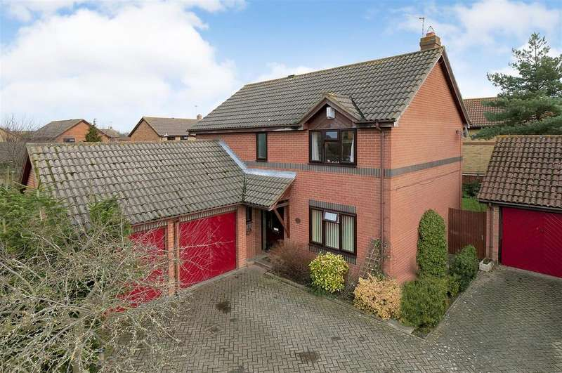 4 Bedrooms Detached House for sale in Siskin Gardens, Paddock Wood