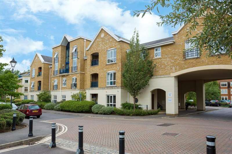 3 Bedrooms Apartment Flat for sale in Complins Close, Summertown
