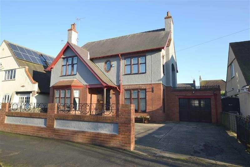 4 Bedrooms Detached House for sale in Kingsgate, Bridlington, YO15