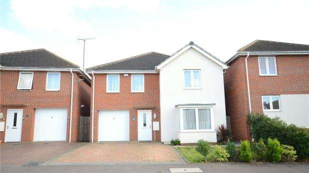 4 Bedrooms Detached House for sale in Regis Park Road, Reading, Berkshire