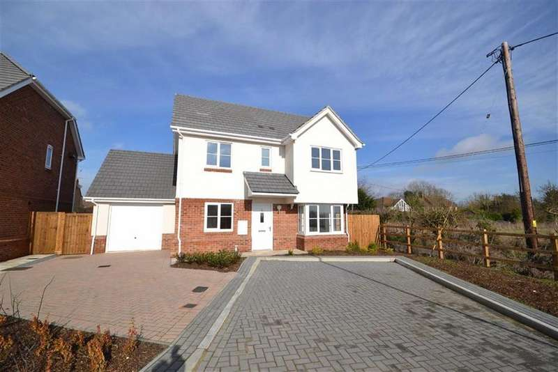 4 Bedrooms Detached House for sale in Roman Way, Burnham-on-Couch, Essex
