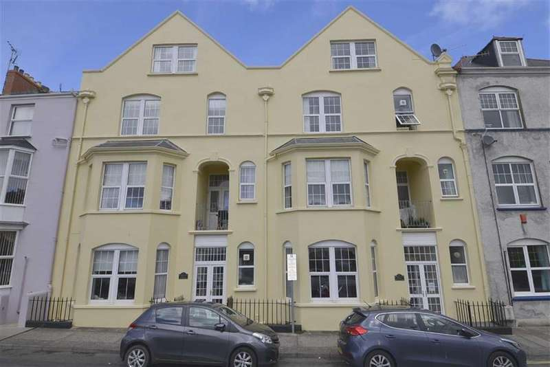 3 Bedrooms Flat for sale in 1, Barrington House, Tenby, Pembrokeshire, SA70