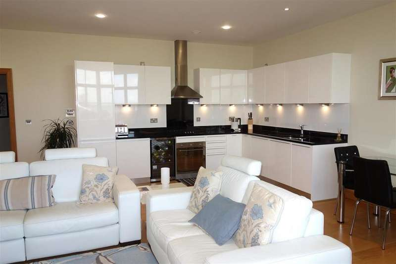 2 Bedrooms Flat for sale in The Headlands, Hayes Point. Sully