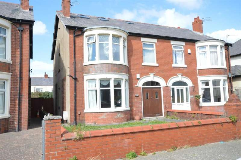 3 Bedrooms Flat for sale in Boscombe Road, South Shore, Blackpool