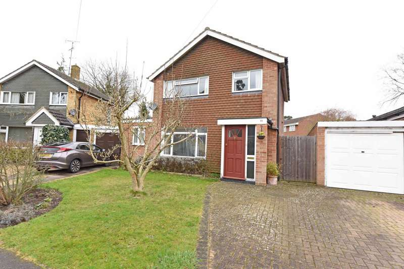 3 Bedrooms Detached House for sale in Chart House Road, Ash Vale, GU12
