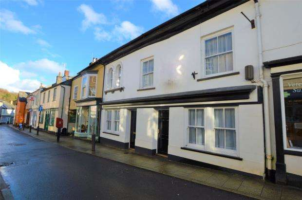 2 Bedrooms Flat for sale in Fore Street, Buckfastleigh, Devon