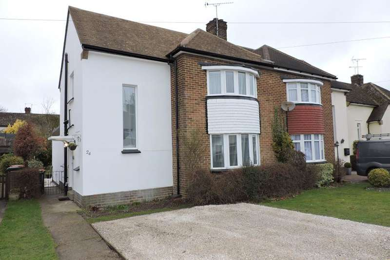 3 Bedrooms Semi Detached House for sale in Beecroft Way, Dunstable, Bedfordshire, LU6 1ED