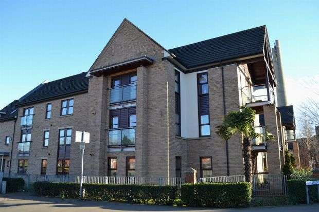 2 Bedrooms Flat for sale in Weedon Road, St James, Northampton NN5 5BF