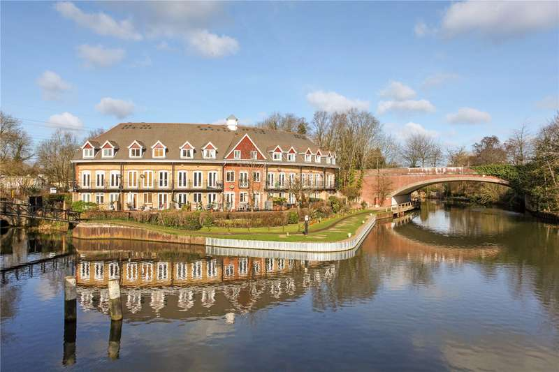 4 Bedrooms House for sale in Admiral Stirling Court, Weystone Road, Weybridge, Surrey, KT13