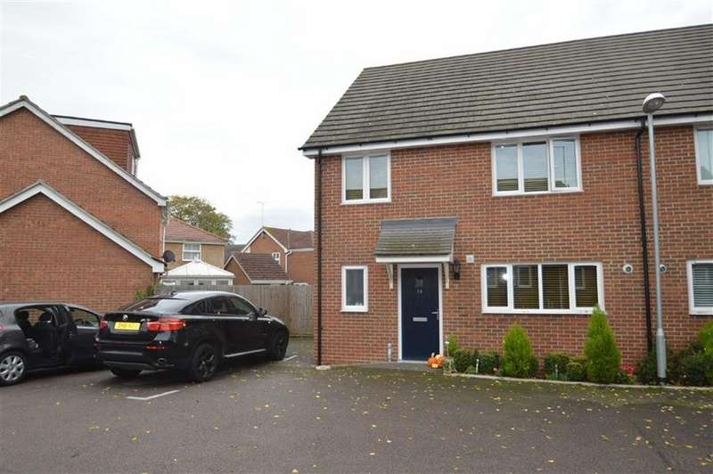 4 Bedrooms Semi Detached House for sale in Oaklands Mews, Rochford, Essex