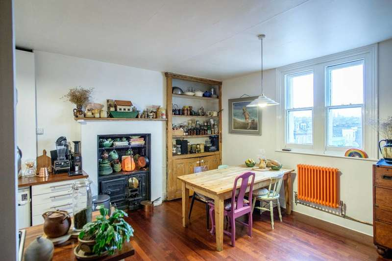 2 Bedrooms Flat for sale in Highgate Road, Kentish Town, NW5