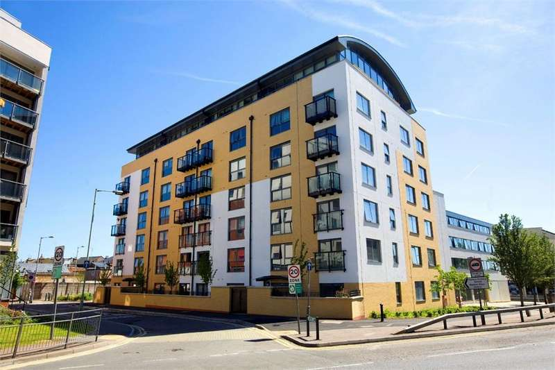 2 Bedrooms Apartment Flat for sale in Queens Gate, 2 Lord Street, Watford, Hertfordshire, WD17