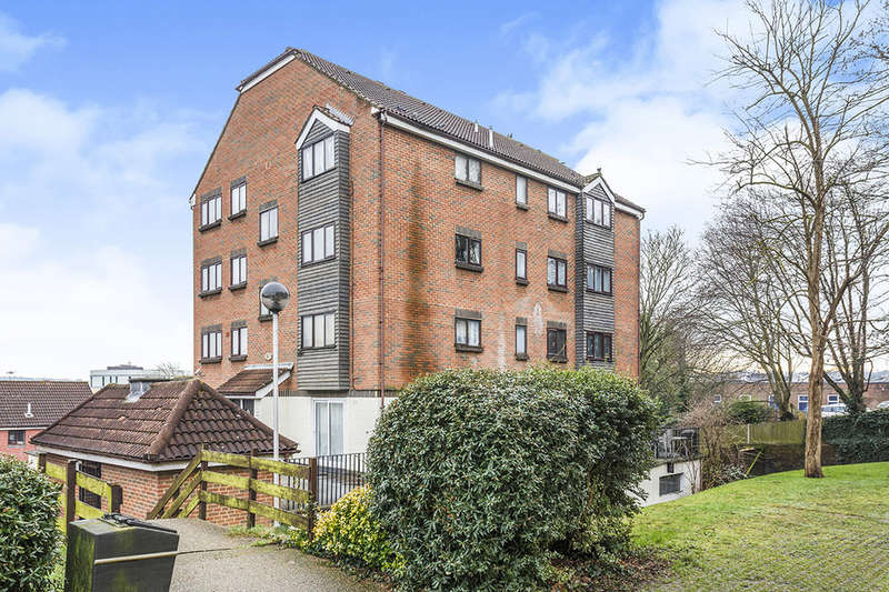 2 Bedrooms Flat for sale in Springvale, Maidstone, ME16